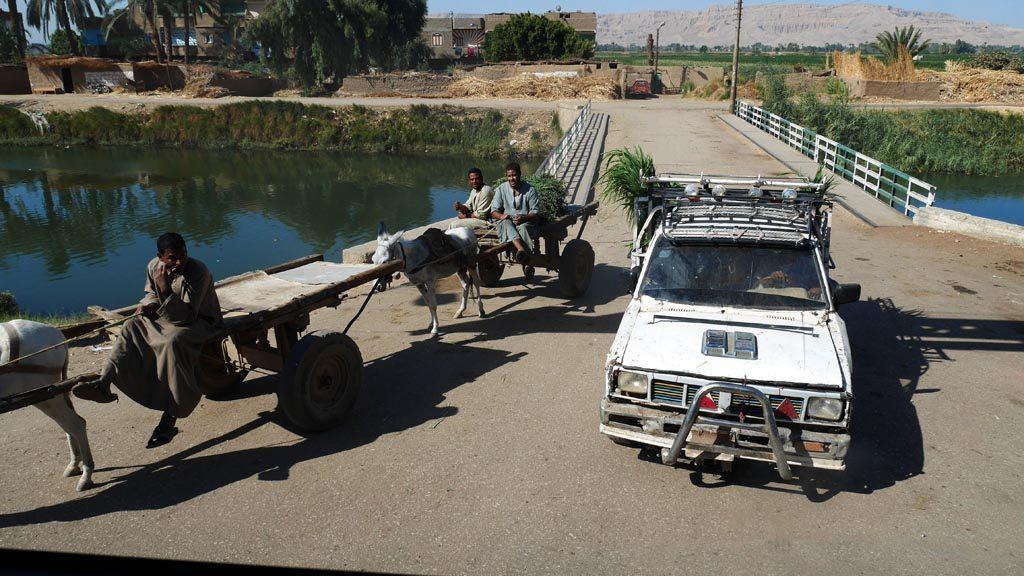 Úton Luxorba