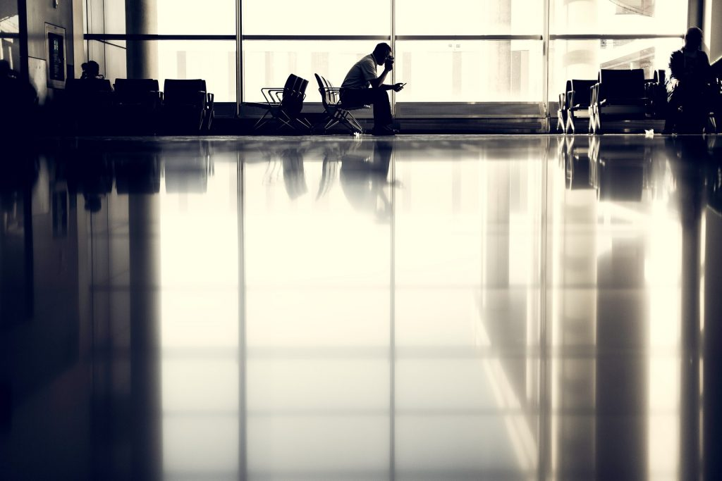airport-923970_1920