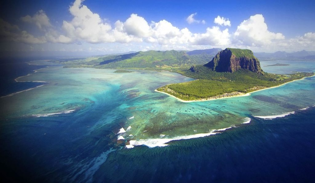 1 hetes út Mauritiusra Emirates repjeggyel, medencés szállodával 375.300 Ft-ért!