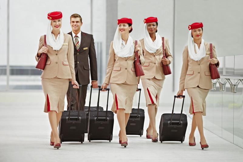 emirates stewardess egyenruha