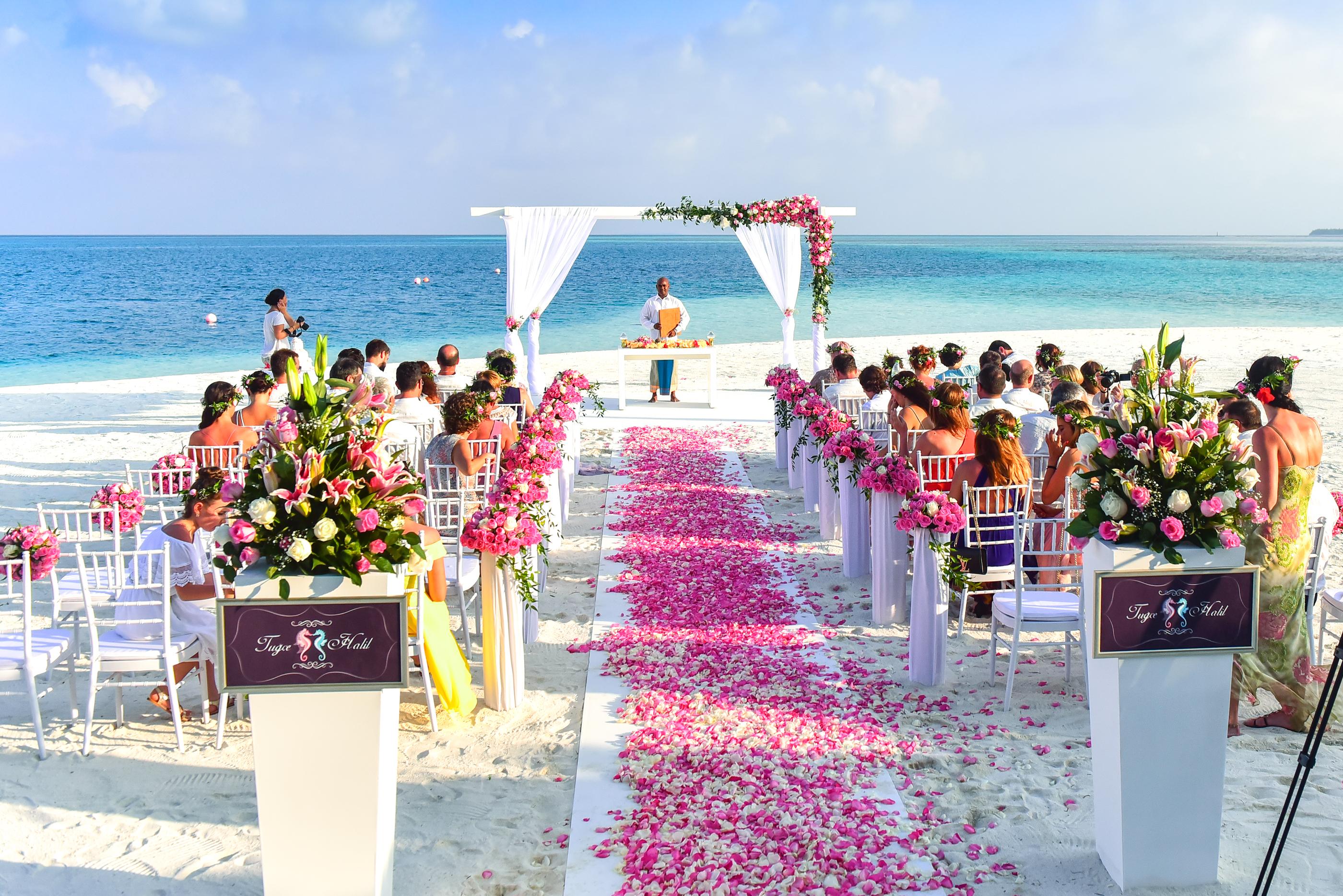 View Wedding Decor: 'Boldogító Igen' A Világ Legszebb Helyein