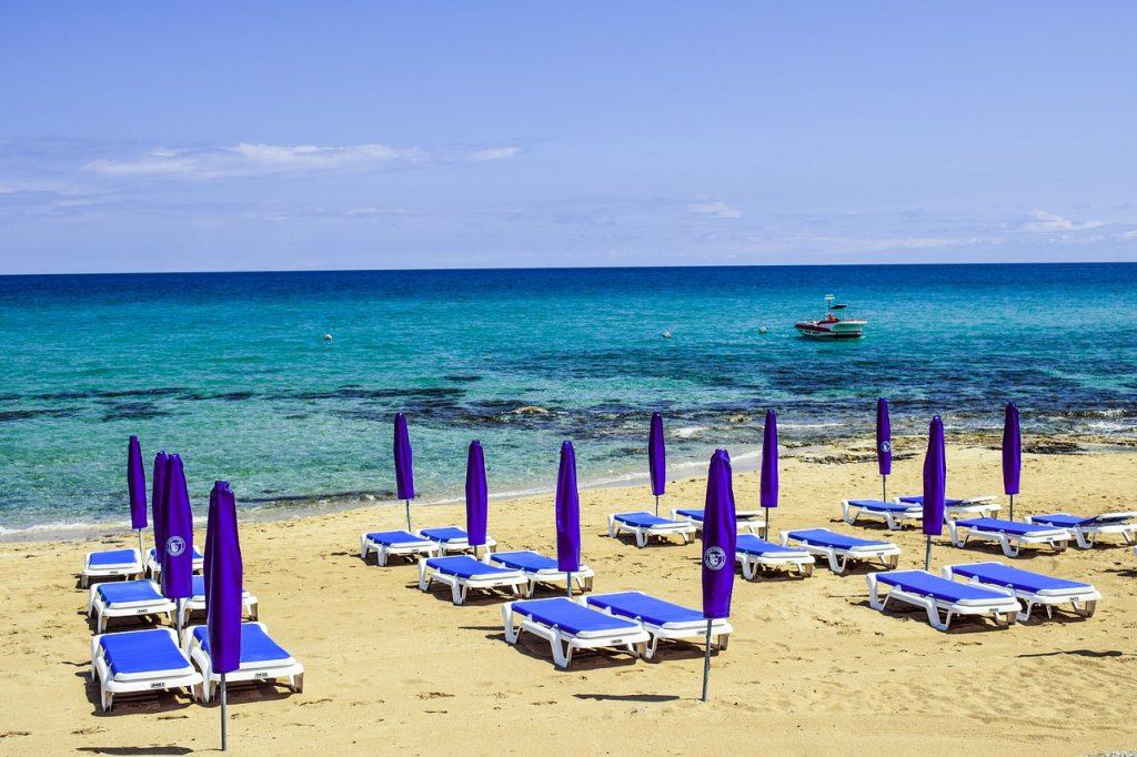 Nyaralj Cipruson főszezonban, egy hét 3 csillagos, medencés szállással és repjeggyel: 74.450 Ft-ért!