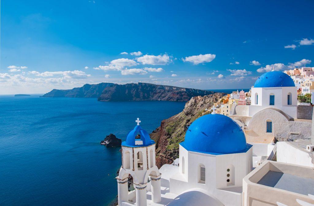 Látogass el a mesebeli szépségű Santorini-szigetére, szállással és repjeggyel: 45.400 Ft-ért!