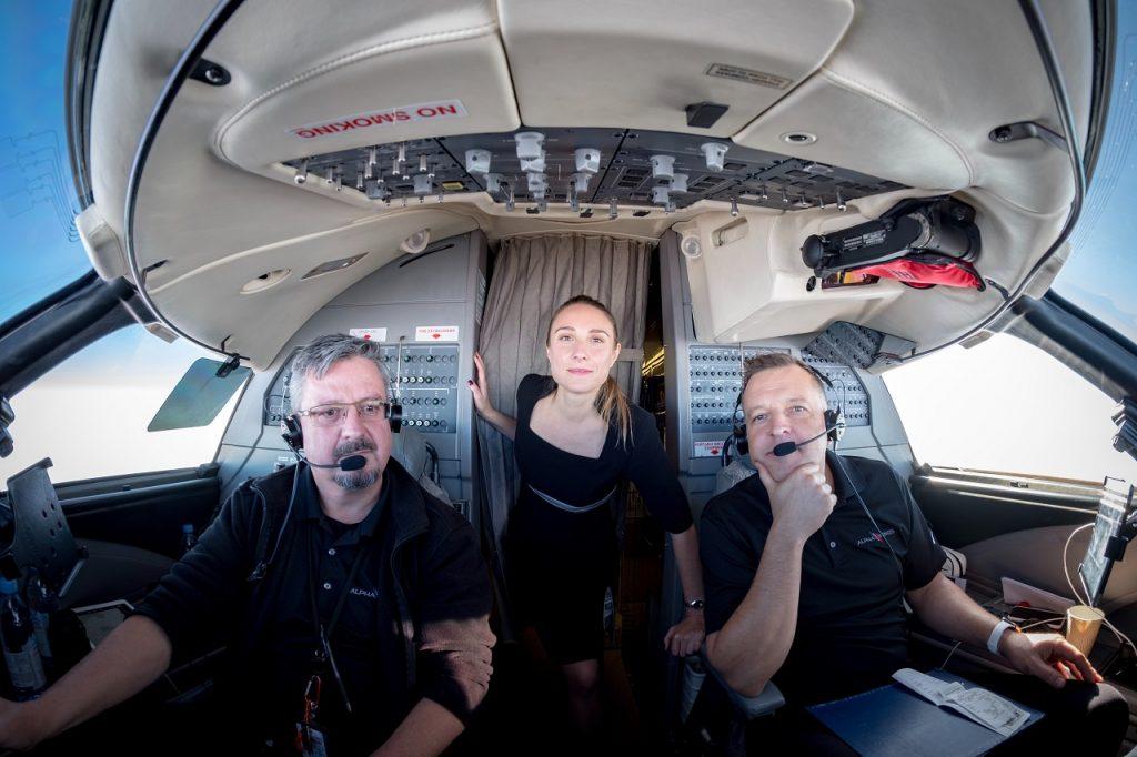 a912b55c5ea4 Gyakran flörtölnek-e az utasok a személyzettel? Ezekre és más, izgalmas  kérdésekre is választ kapunk A. Bernadette stewardesstől, aki 7. éve  dolgozik ...