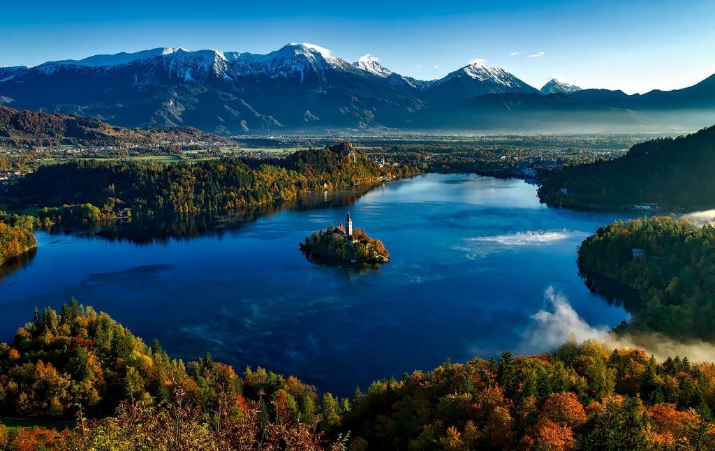 Látogass el a csodás Bledi-tó partjára az őszi szünetben, hosszú hétvégén!