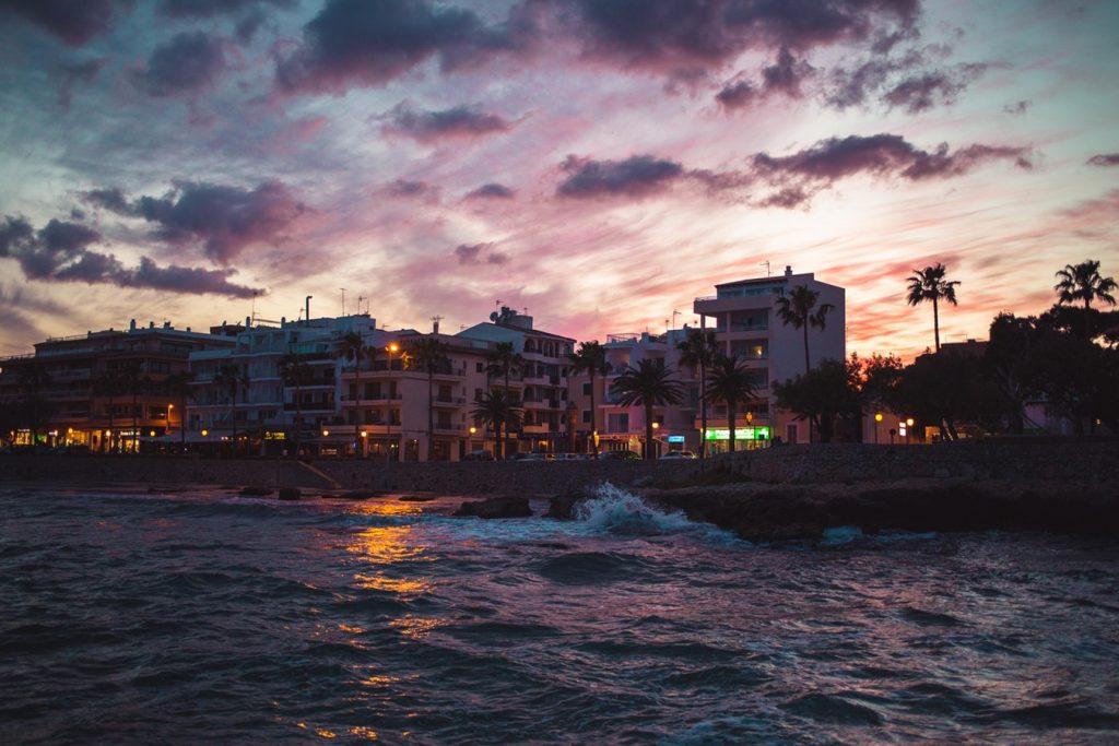 5 nap Mallorca 3 csillagos külső-belső medencés hotellel, autóbérléssel 42.050 Ft!