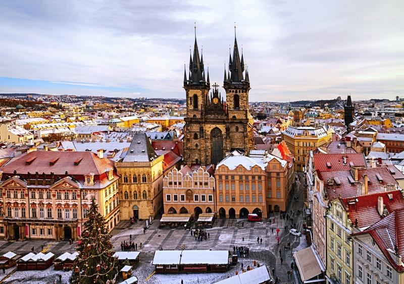 Prága: az óvárosi tér téli díszben