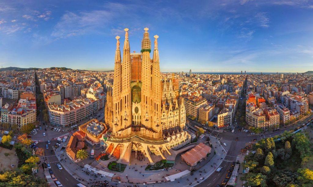 Hosszú hétvége Barcelonában 3 csillagos hotellel, remek áron: 49.600 Ft-ért!
