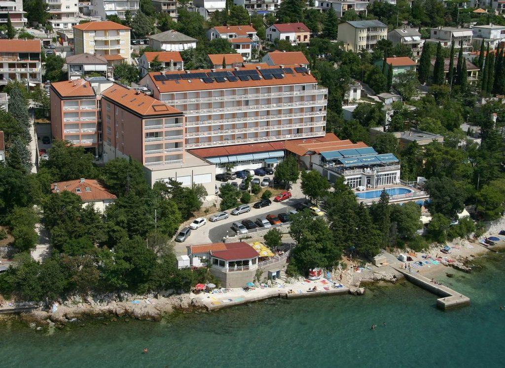 6 nap nyaralás az Adrián 2 felnőtt és egy gyermek részére félpanziós ellátással tengerparti szállodában 99.900 Ft-ért!