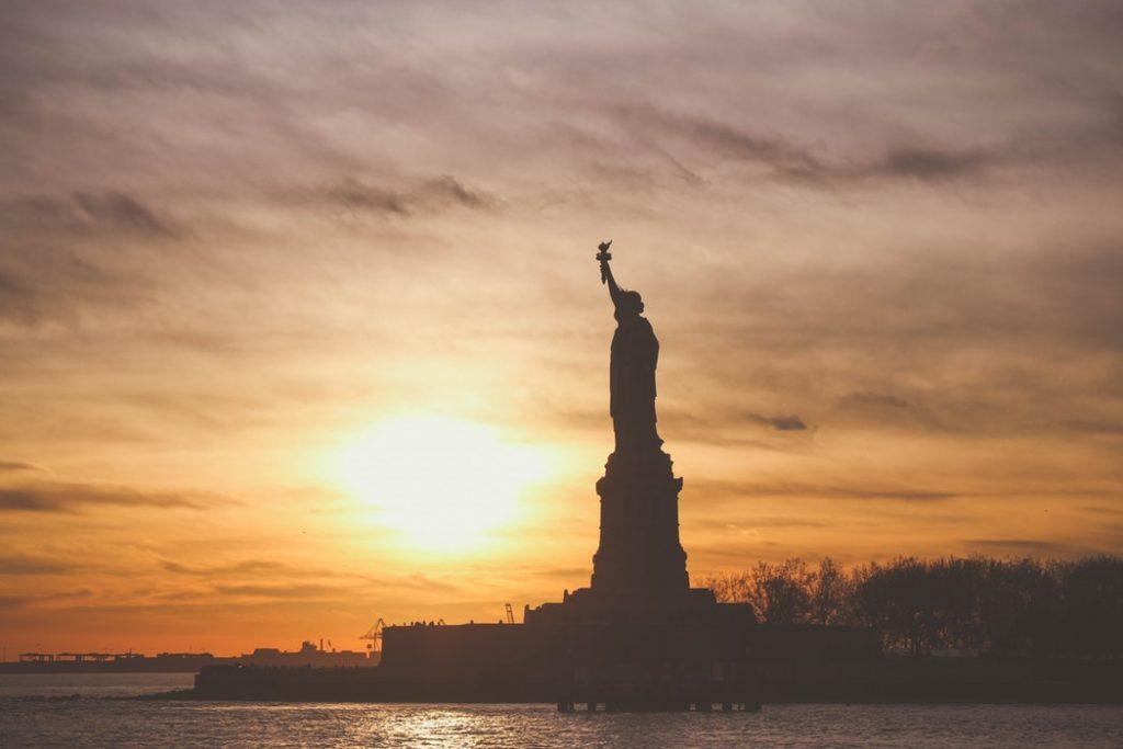 Amerika visszainteget! Retúr repülőjegy New York-ba 136.600 Ft-ért!