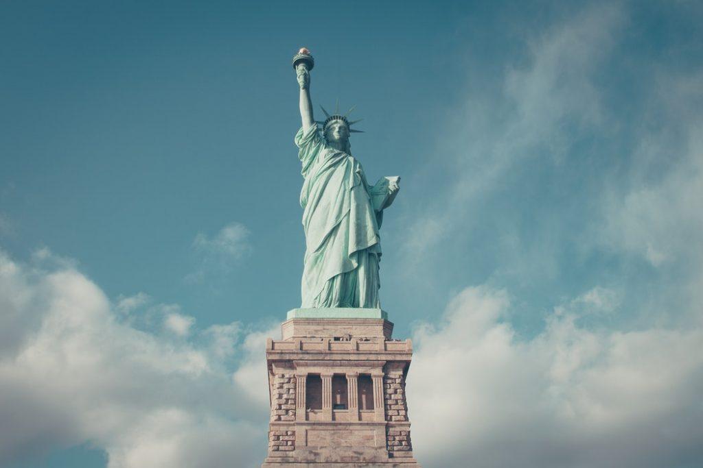 ELKÉPESZTŐ ÁR: Retúr repülőjegy New York-ba 85.700 Ft-ért!
