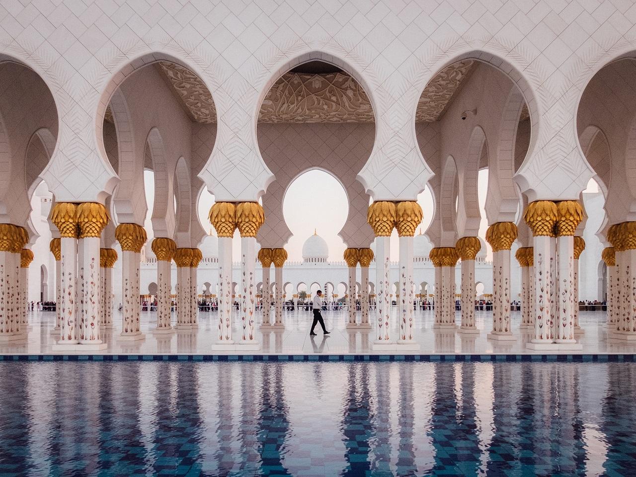 Utazómajom   Bakancslistára való Abu Dhabi hófehér
