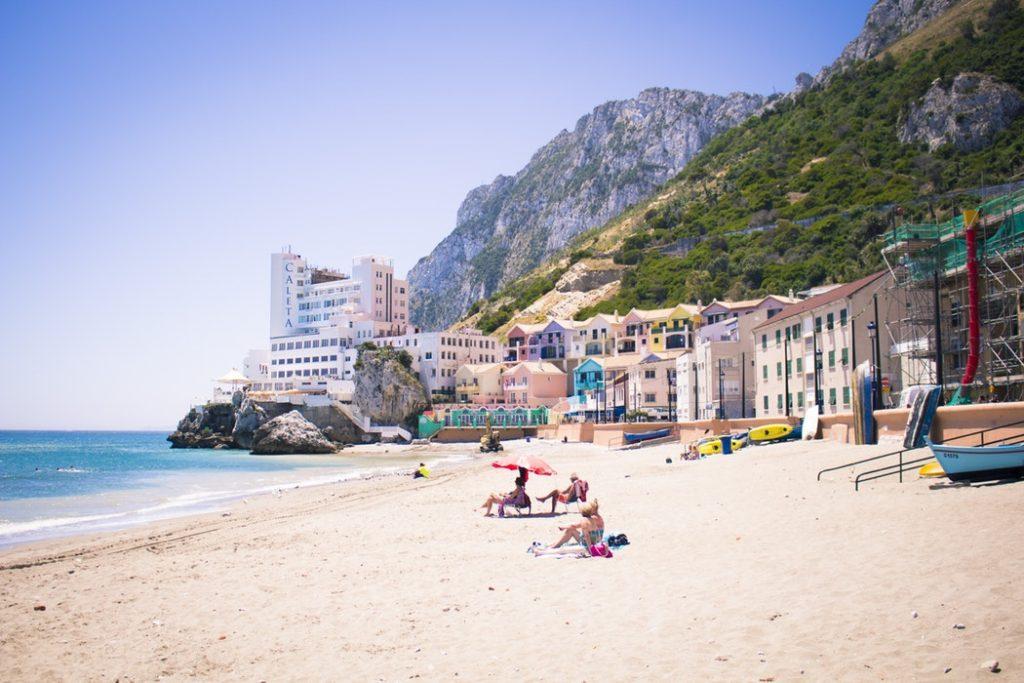 Nézz európai majmokat rács nélkül Gibraltáron! 5 nap szállással, repülővel, autóbérléssel 47.400 Ft!