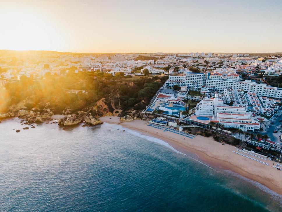 5 nap Dél-Portugália: repülő+szállás+autóbérlés 33.600 Ft-ért!