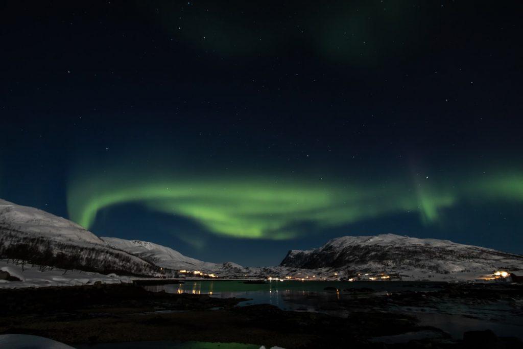 A sarki fény bűvöletében: retúr repjegy az Északi-sarkkörön is túlra 54.000 Ft-ért!