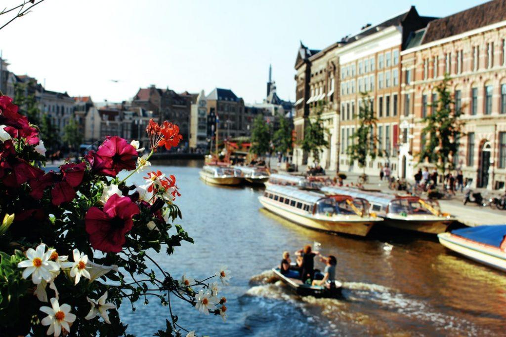 Retúr repülőjegy Amszterdamba 17.000 Ft-ért jövő tavasszal!