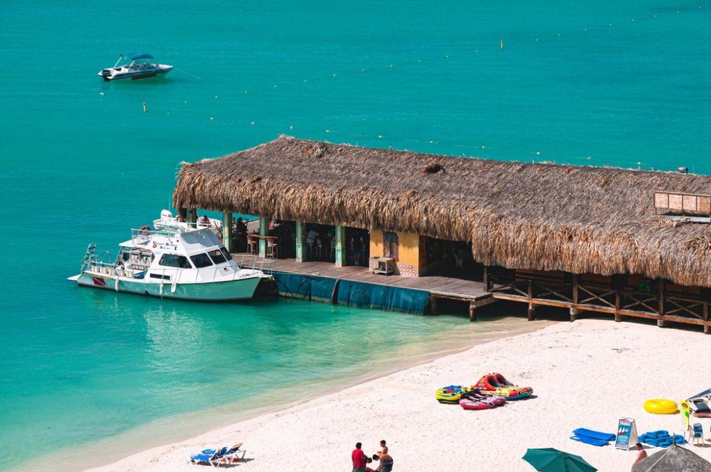Várnak a flamingók, fehérhomokos partok: 10 napos utazás Arubára szállással és repülővel 220.650 Ft-ért!
