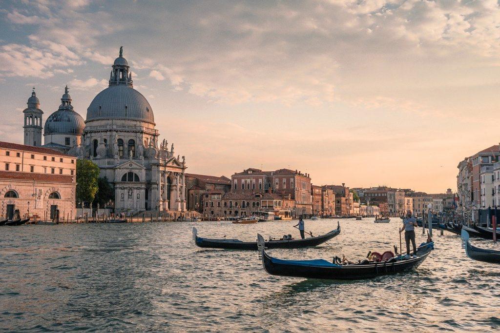 Egy hetes romantikázás Velencén 40.750 Ft-ért szállással és repülővel!