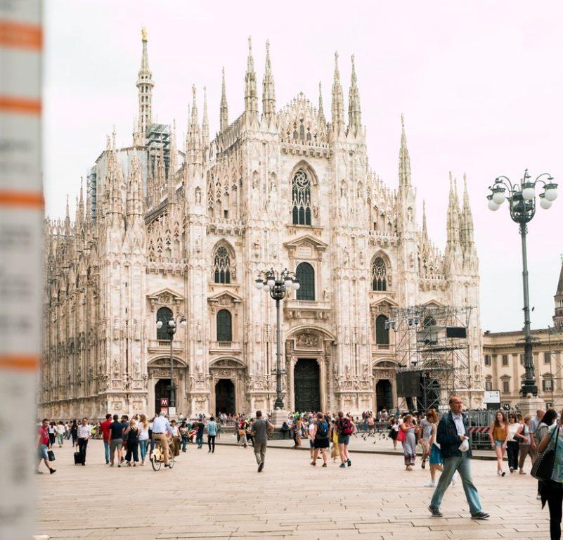 Ilyen még nem volt: egy teljes nap Milánó 2.798 Ft-ért! A gép reggel 6:10-kor indul oda és 21:55-kor vissza.