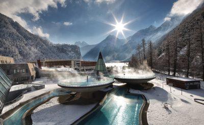 Termálfürdők a szabad ég alatt, karnyújtásnyira az Alpoktól
