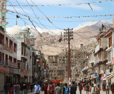 Túra a világ végén – Szélszaggatta imazászlók, hegyi ösvények és Napiskola az indiai Himalájában