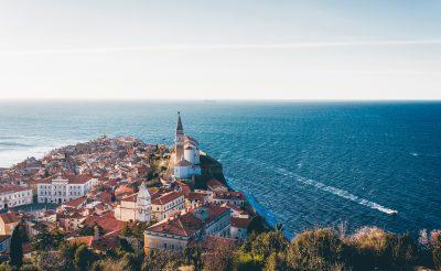 Irány az egyik legkülönlegesebb tengerpart a szomszédban, Szlovénia!
