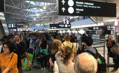 Hatalmas káosz a Liszt Ferenc repülőtéren a Wizz Air check in pult előtt!