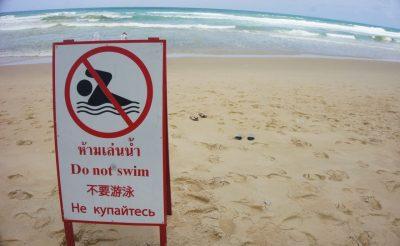 Sosem találnád ki, miért tiltották meg a fürdést Phuketen