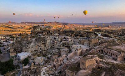 Meseország: Hőlégballonnal a mesés Kappadókia felett