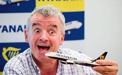 Újabb változás a Ryanair kézipoggyászok kapcsán: 2 millió utas érintett!
