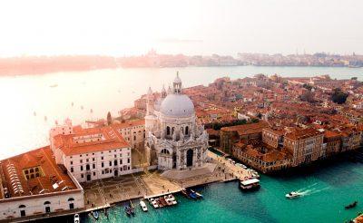 Romantikáznál? 6 nap Velence 35.760 Ft-ért szállással és repülővel!