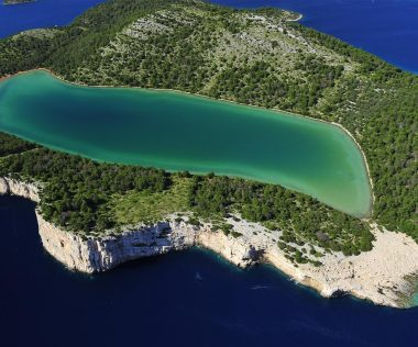 Vízesések, fjordok és Winnetou kedvenc sziklái – 7 természeti csoda Horvátországban