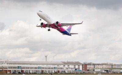 Véletlen 30 embert felejtett a Wizz Air a bécsi repülőtéren – olvasói beszámoló