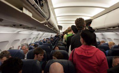 Részeg utasok, vérző orr és verekedés – ez történt a hétvégi járatokon