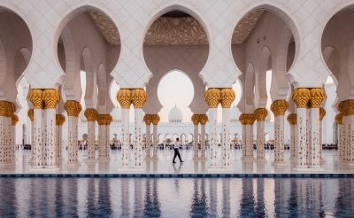 Bakancslistára való Abu-Dhabi hófehér mecsetje