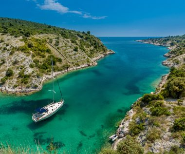 Horvátország rád vár: 8 nap Trogir busszal, apartmanban 65.100 Ft-ért!