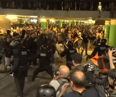 Tüntetők akadályozzák a barcelonai repülőtér elérését, fennakadások, késések, összetűzések