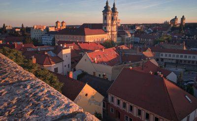 Bakancslistás látnivalók Egerben és környékén – barlanglakások, fürdők, borok