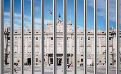 Spanyolország kijárási tilalmat rendel el, bezárják a szállodákat is