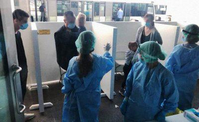Olvasónk küldte: egy repülőgép minden utasát tesztelték a ciprusi repülőtéren