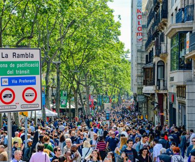 Barcelona visszacsábítaná a helyieket a folyton turistáktól nyüzsgő La Rambla-ra
