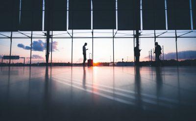 Mit tehetsz, ha a kijárási tilalom alatt érkezik a járatod? Megkaptuk az ORFK válaszát