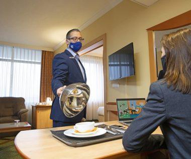 Az egyik legnagyobb hotellánc irodának adja ki a szobáit és bébipulykát szállít ki az adventi időszakban