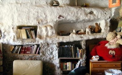Tenerifén barlanglakásokban él egy tucat magyar fiatal hosszú évek óta! Interjú a közösség vezetőjével, Pálmesterrel!