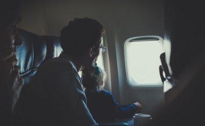 Mennyibe kerül a repülőjegy a csecsemőknek az egyes légitársaságoknál?