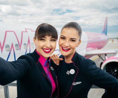 """""""Gyakran alakul ki kapcsolat légiutaskísérő és a pilóták között? – Nem hinném, de nekem mondjuk pilóta a barátom."""" – Interjú a Wizz Air légiutaskísérőivel!"""