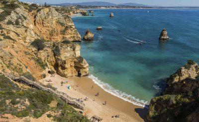 5 nap Faro, Dél-Portugália, 4 csillagos medencés hotellel, repjeggyel és autóbérléssel: 51.500 Ft-ért!
