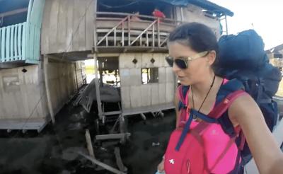 Teherhajóval az Amazonason csirkék között